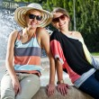 Travel two woman and sideseeing foutain - Stockfoto