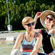 Travel two woman and sideseeing foutain with big smile - Foto Stock