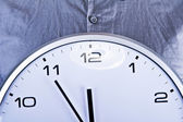 Wall clock ober blue shirt — Foto Stock