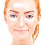 Face cream woman applying skin cream under eyes. Beauty eye — Stock Photo