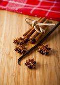 Star anise and cinnamon sticks — Stock Photo