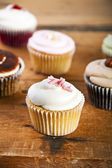 Cupcakes on wooden background — Stock Photo