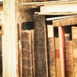staré knihy na polici — Stock fotografie