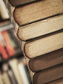 パイルの古い本 — ストック写真