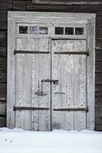 Old Wooden Door in Winter — Stock fotografie