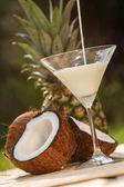 Cocktail dal cocco e ananas — Foto Stock