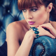 Beautyful young womportrait. jewerly and diamonds — Stockfoto #32952285