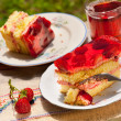 Sponge cake with strawberries — Stock Photo