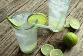 Cold drink with lime and ice — Stock Photo