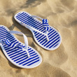 Flip-flops on sand beach — Stockfoto