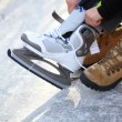 To dress skate ice skating outdoors winter — 图库照片