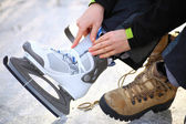 Tying laces of ice hockey skates skating rink — Stock Photo