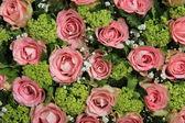 Pink rose wedding centerpiece — Stock Photo