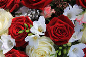 Red and white mixed flower arrangement — Stock Photo