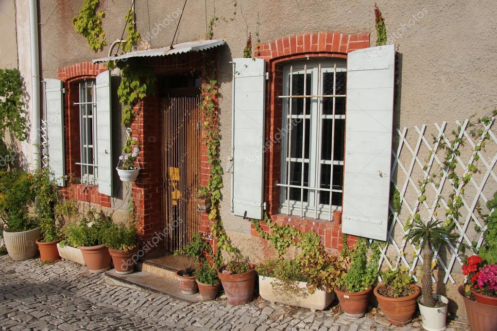 Casa em provence fotografias de stock portosabbia - Casas rurales en la provenza ...