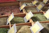 Ervas e especiarias em um mercado francês — Foto Stock