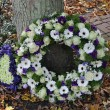 Sympathy wreath in white and purple — Stock Photo