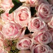 Pink roses in a wedding centerpiece — ストック写真
