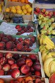 Bir pazarda meyve — Stok fotoğraf