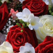 Red and white mixed flower arrangement — Photo