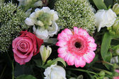 Mixed floral arrangement in pink — Stock Photo