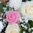 Bridal flower arrangement in pink and white — Photo