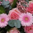 Pink gerberas and roses in a wedding arrangement — Stock Photo