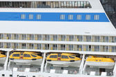 Safety lifeboats on a cruise ship — Stock Photo