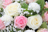 Bridal flower arrangement in pink and white — Stock Photo