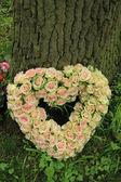 Heart shaped sympathy flowers — Foto de Stock