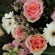 Pink roses and white gerberas in bridal arrangement — 图库照片