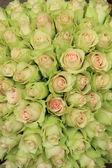Rosas pálidas en un arreglo de boda — Foto de Stock