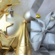 Foto Stock: Christmas gift and decorations