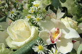 Orchids and roses in bridal bouquet — Stock Photo