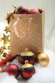 Noel süsler ile giftbag — Stok fotoğraf