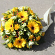 Yellow sympathy flowers — Stock Photo