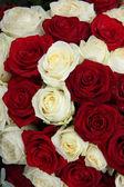Wedding centerpiece in red and white — Zdjęcie stockowe