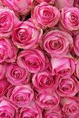 Grande de rosas em um centro de mesa de casamento — Fotografia Stock