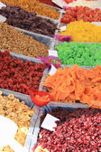 Candied fruit at a market stall — Stockfoto