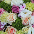 Purple, pink and white wedding centerpiece — ストック写真