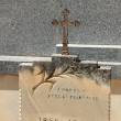 Tombstone with cross ornament at a French cemetery — Stock Photo