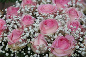 Pink roses in bridal arrangement — Stockfoto