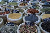 örter och kryddor på en fransk marknad — Stockfoto