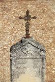 Attraversare ornamento presso un cimitero francese — Foto Stock