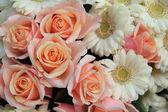 Roses and gerberas wedding flowers — Stock Photo