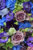Blue and purple bridal bouquet — Stockfoto