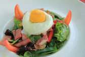 Poached egg and salad — Stock Photo