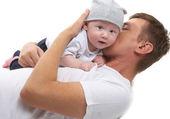 Baba sarılarak bebek evlat — Stok fotoğraf