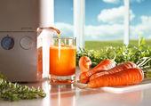 Fresh carrot juice — Stock Photo