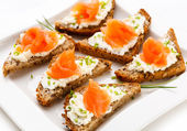 Bread with smoked salmon and cream cheese — Stock Photo